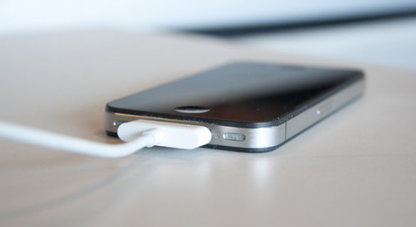 120621014933-iphone-charger-change-one-story-top-600x337
